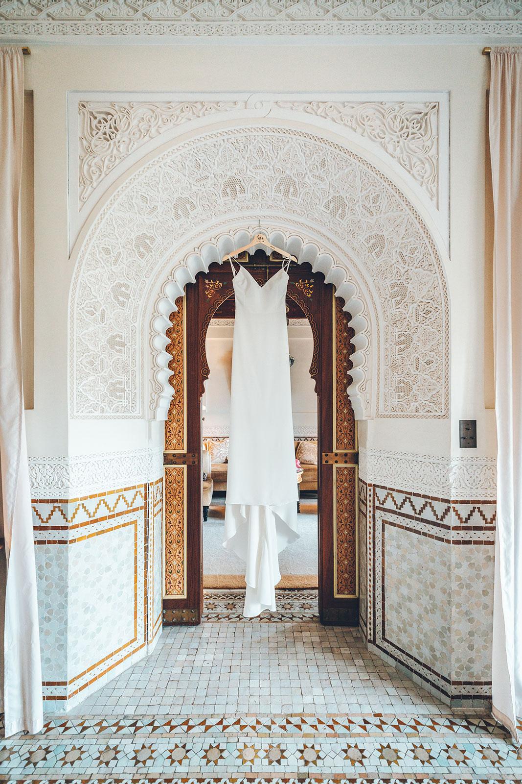 wedding photographer in marrakech at la maison arabe, la mamounia with Sera and Omar